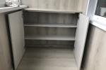 11-встроенный-шкаф-до-подоконника-в-лоджии-с-открытыми-дверцами