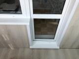8-подоконник-порог-и-отделка-откосов-в-один-цвет-с-балконным-выходом