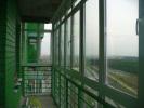 1_6-панорамное-остекление-балкона-теплыми-пластиковыми-рамами-со-стеклопакетами