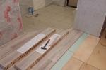 6-укладываем-ламинат-на-готовое-основание-пола