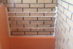 1-утепляем-стены-в-лоджии-пеноплексом-герметизируем-швы-и-стыки-монтажной-пеной