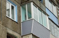 теплое-остекление-балкона-с-выносом