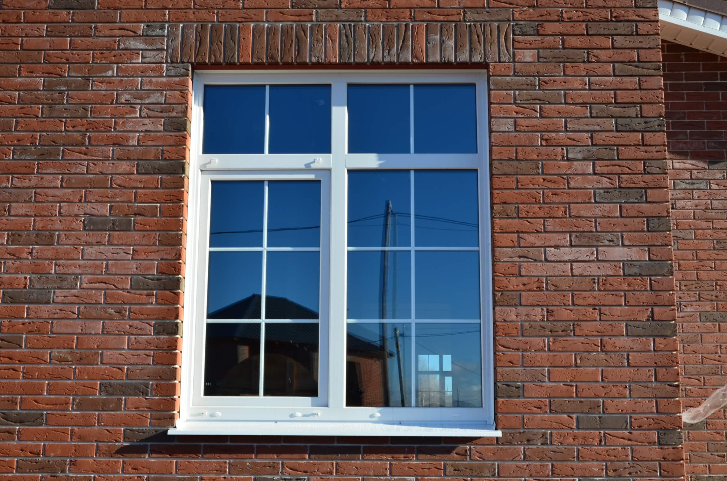 около окна со шпросами фото фото кружку, чашку