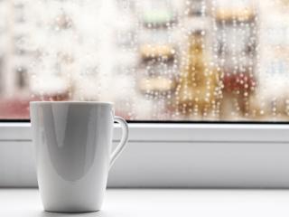 качественные окна ПВХ не запотевают и оставляют подоконники сухими всегда